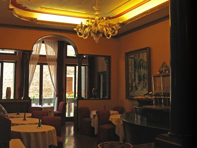 Breakfast Room 3 Star Hotel Corte Contarina in the Center of Venice