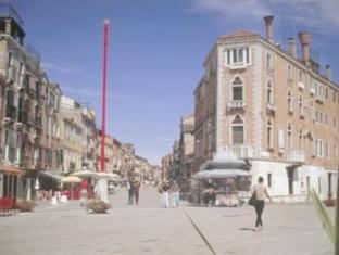 Via Garibaldi e il sestiere di Castello